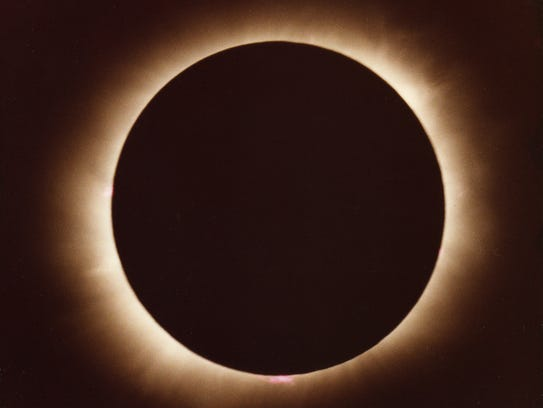 Total eclipse shot in 1979 in Winnipeg by amateur astronomer