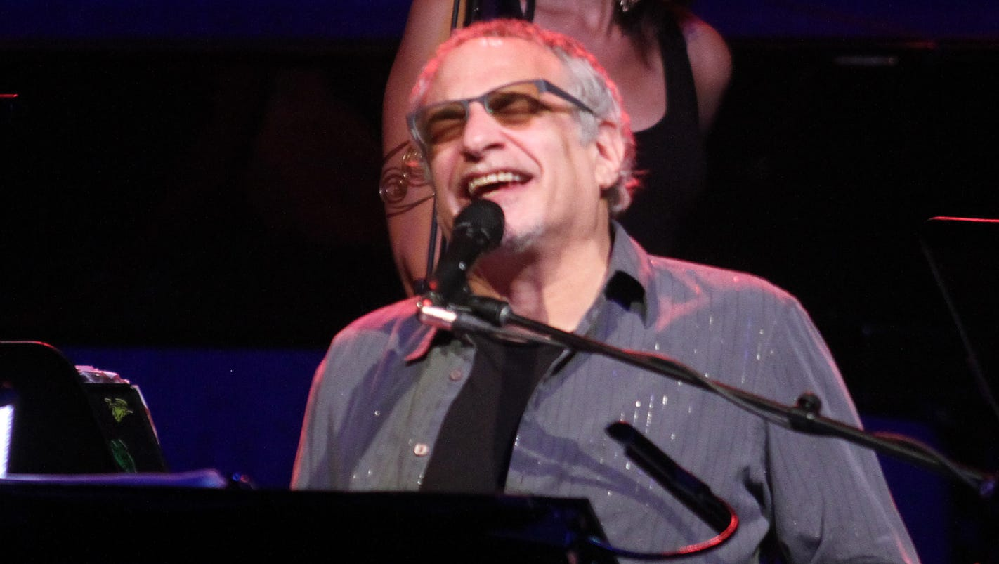 Donald fagen talks steely dan 39 s full album shows for Dan s