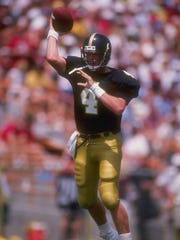 new style 3fe37 fcd9f MUNZ: Favre's legend began at Southern Miss in '87