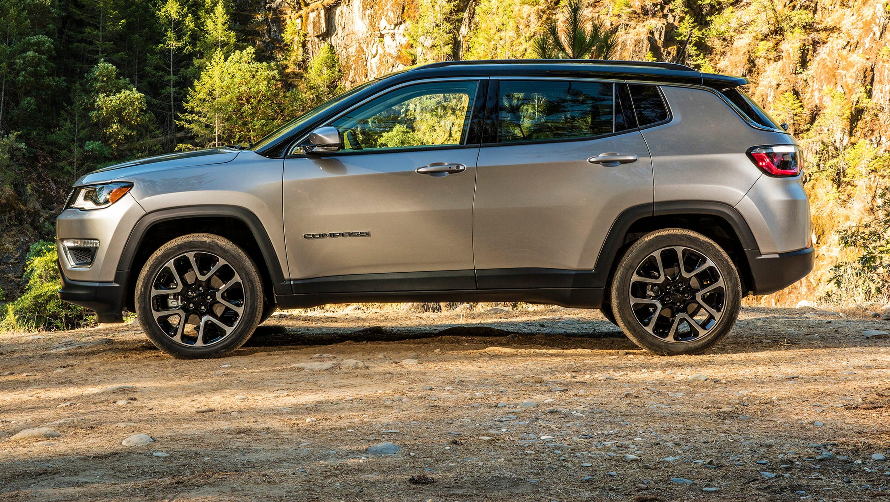 review new jeep compass points to offroad fun. Black Bedroom Furniture Sets. Home Design Ideas