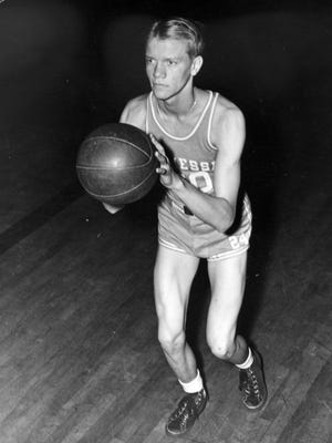 This 1944 file photo, shows Tennessee's Paul Walther in a posed action shot in Knoxville, Tenn. Walther, who played six seasons in the NBA in the 1950s after a stellar college career at Tennessee, died Sunday.