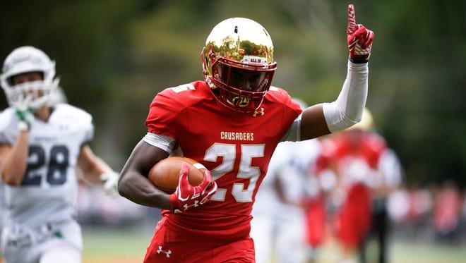 Rahmir Johnson scores a touchdown in ta 2017 game.