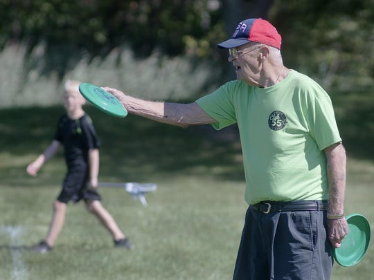 Paul Meador at the frisbee toss.