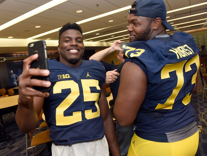 Michigan's Dymonte Thomas, left, takes a selfie with