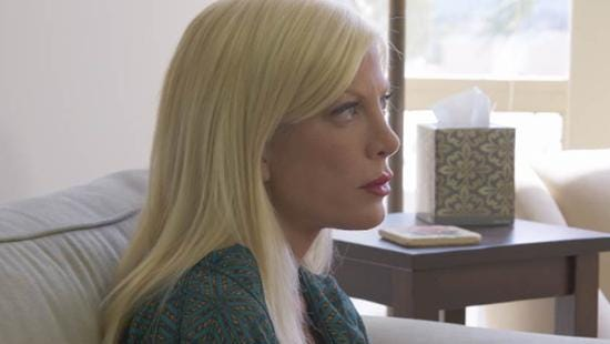 Tori Spelling meets with a therapist to talk about her marital troubles.