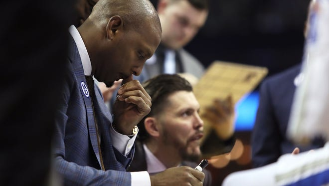 Memphis Tigers Head Coach Anfernee Hardaway works on a strategy against the Yale Bulldogs during their game at the FedExForum on Saturday, Nov. 17, 2018.
