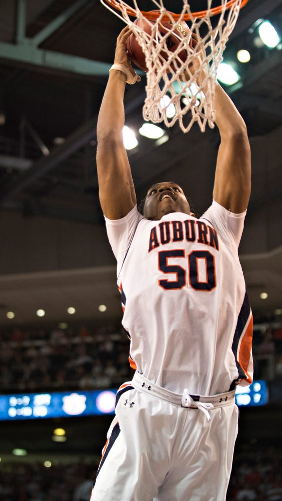 Auburn's Austin Wiley (50) dunks during the NCAA Basketball