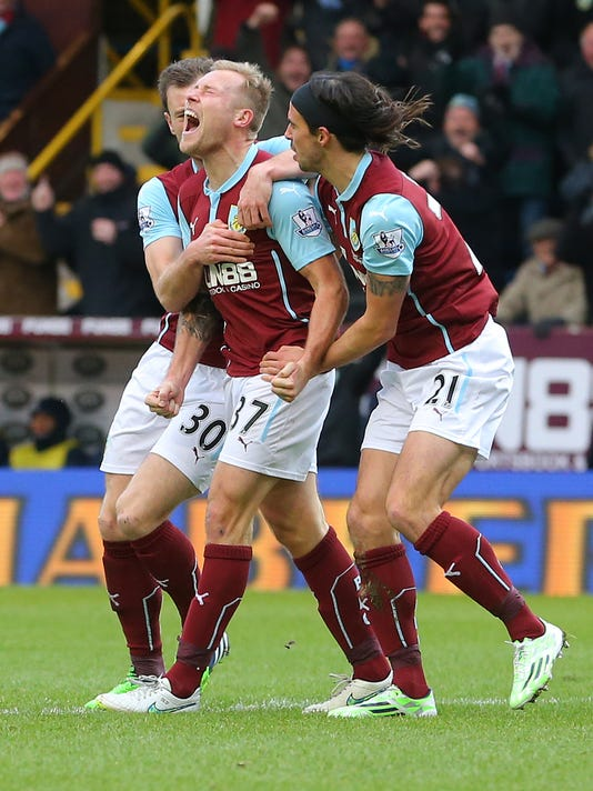 Burnley's Scott Arfield, center, celebrates scoring the first goal against Queens Park Rangers during their English Premier League soccer match at Turf Moor, Burnley, England, Saturday, Jan. 10, 2014. (AP Photo/Dave Thompson, PA Wire)    UNITED KINGDOM OUT      -    NO SALES    -    NO ARCHIVES