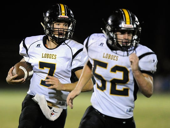Cisco quarterback Kase Gayle (7) runs the ball behind