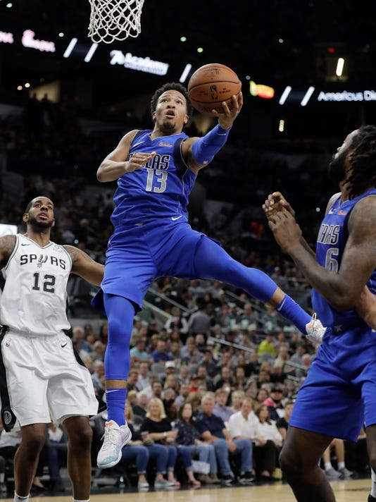 Mavericks_Spurs_Basketball_92434.jpg