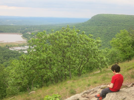 A child taking in the view over the Lower Yards Creek Reservoir and the northern end of Mt. Tammany from a viewpoint along the Appalachian Trail.