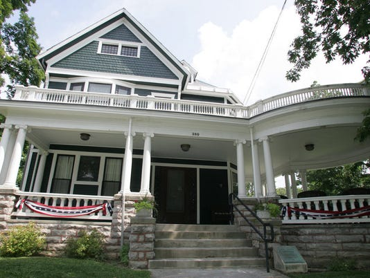 636307864007189301-Harding-Home-with-bunting.jpg