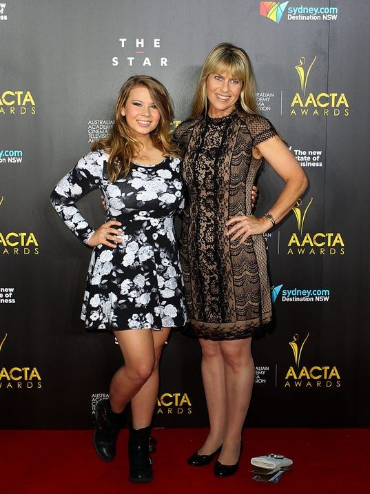 bindi irwin goes glam on red carpet. Black Bedroom Furniture Sets. Home Design Ideas