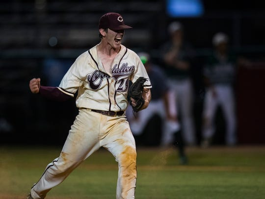 Calallen's Colton Duff celebrates defeating King during