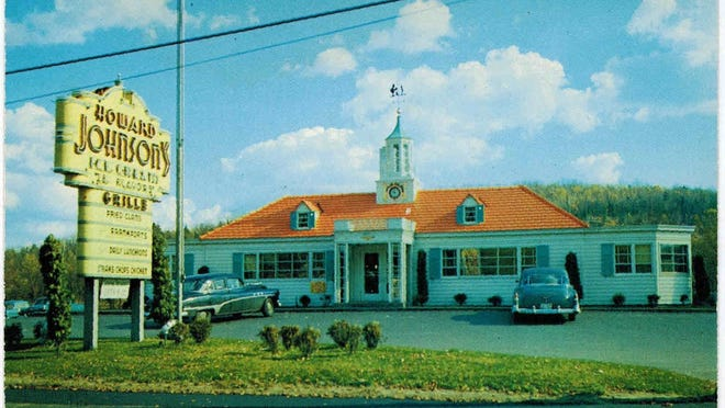 Classic facade of Howard Johnsons in 1959.