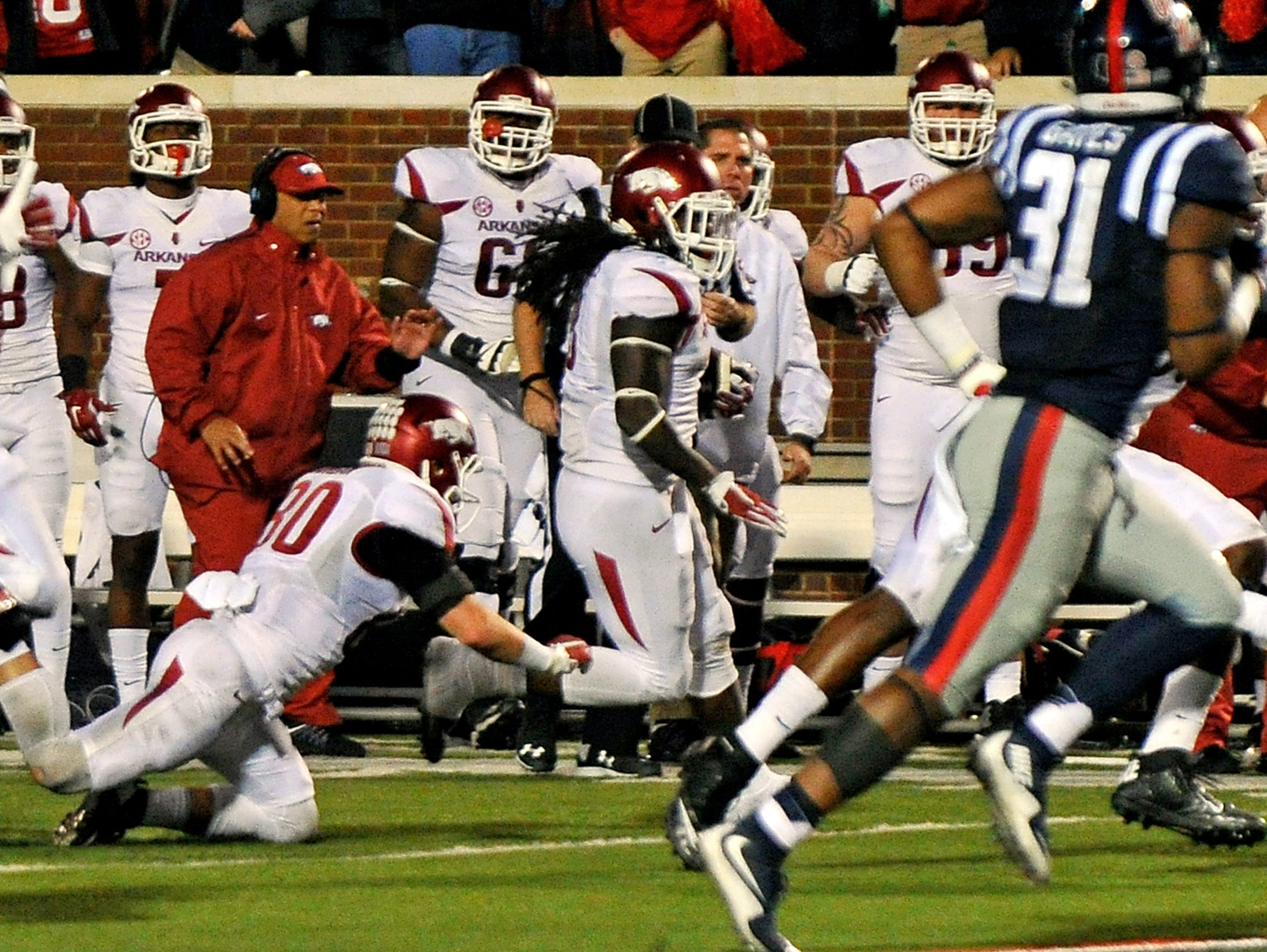 Arkansas running back Alex Collins picks up a lateral