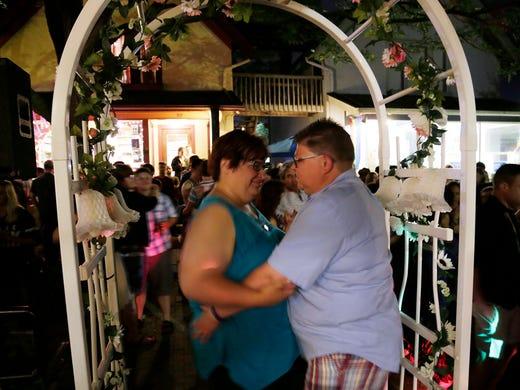 Weddings begin in Michigan after gay marriage ruling