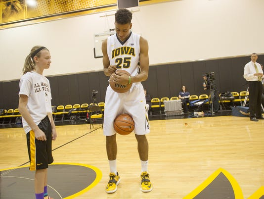 635816461543326630-IOW-1004-Iowa-mbb-media-day-03
