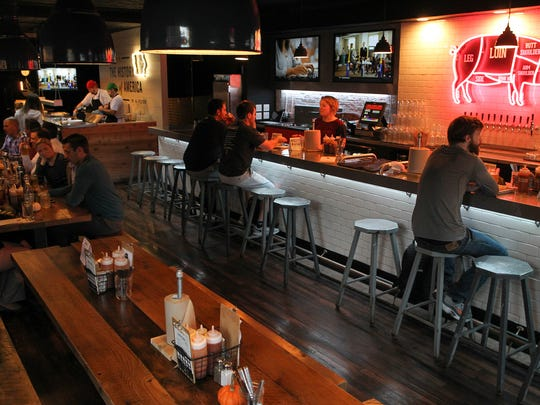 Patrons enjoy dinner at Mosley's. Patrons enjoy dinner at Mosley's on Thursday, Oct. 22, 2015.