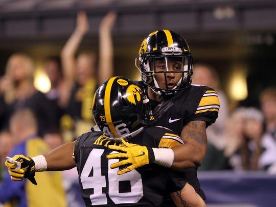 Iowa's Tevaun Smith celebrates his 85-yard touchdown