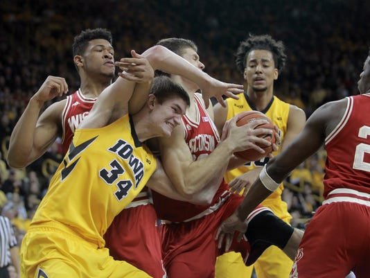 635919524870663442-IOW-0224-Iowa-vs-Wisconsin-MBB-21.jpg