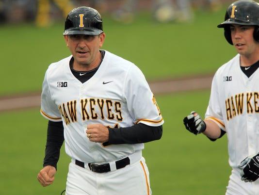 635969620286086272-IOW-0422-Iowa-vs-Michigan-baseball-08.jpg