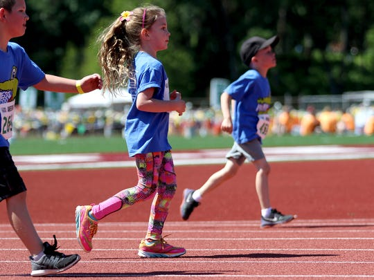 Lillian Duchateau, center, runs with the kindergarten girls during the 34th annual Awesome 3000 at McCulloch Stadium in Salem on Saturday, May 7, 2016.