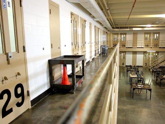 635997679949621079-Oakdale-prison.jpg