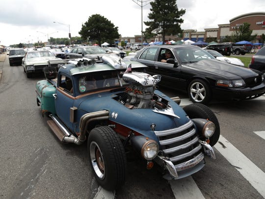 People drive their classic and custom cars along Woodward Avenue in Royal Oak on Saturday, Aug.20, 2016, during the Woodward Dream Cruise.