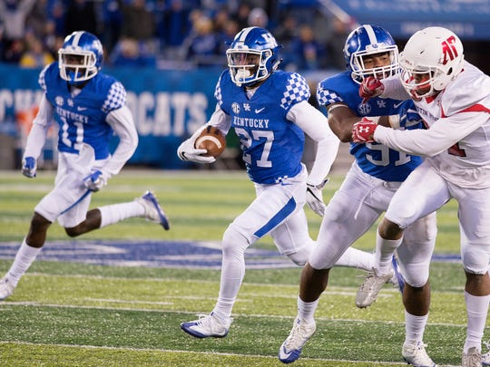 Kentucky Wildcats safety Mike Edwards (27) runs the ball down the field after catching an interception during the game between the Kentucky Wildcats and the Austin Peay Governors.