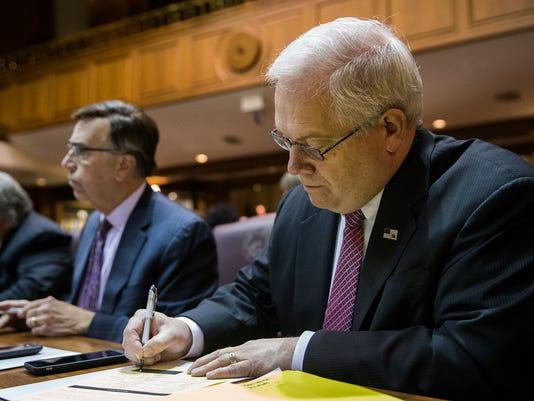 636177457602749292-Meeting-of-Indiana-s-presidential-electors-JRW-03.JPG