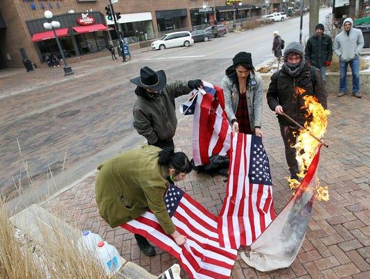 636210377835748572-IOW-0126-Flag-burning-05.jpg