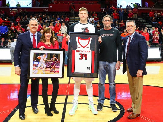 Rutgers center C.J. Gettys (center) with a framed copy of his jersey on Senior Day.