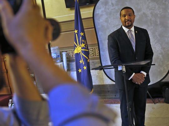 Sen. Eddie Melton poses for an official Senate photograph.