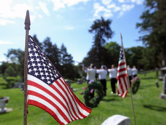 636316559233527106-170529-01-Memorial-Day-service-ds.jpg
