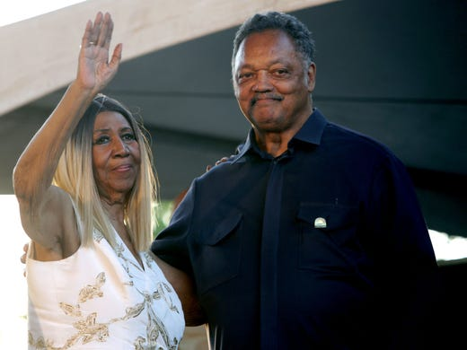 Aretha Franklin and Rev. Jesse Jackson wave to the