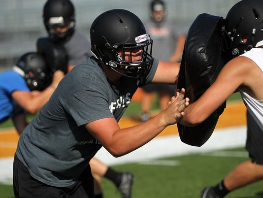 636379725886248227-170818-03-Solon-football-preview-ds.jpg
