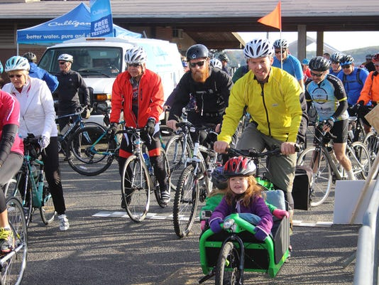 636379687855924665-LHF-Lake-Loop-Cycling-Participants-Get-Ready-To-Roll.jpg