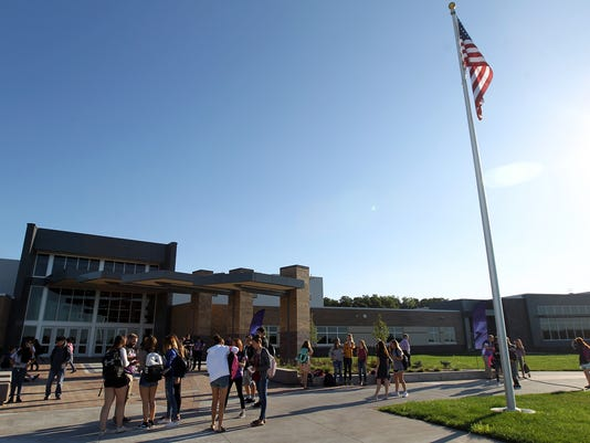 636390969666994593-170823-06-Liberty-High-first-day-ds.jpg