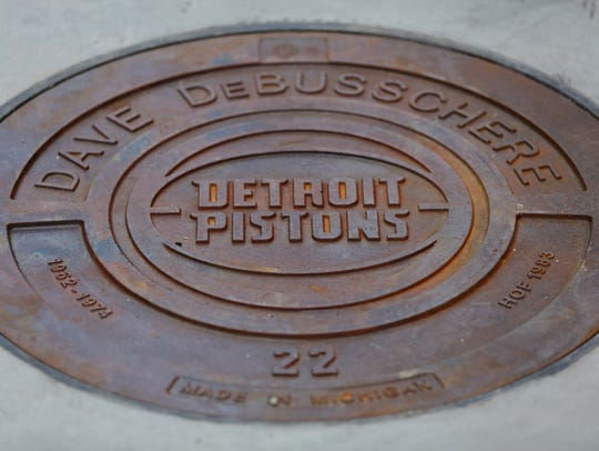 Manhole cover honoring Detroit Pistons Dave Debusschere