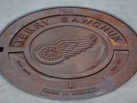 Manhole cover honoring Detroit Red Wings Terry Sawchuk