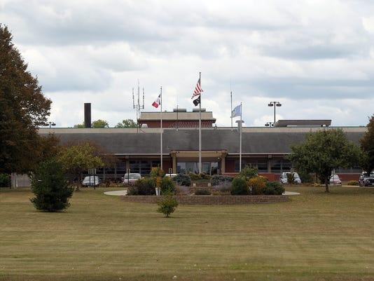 636403060424932884-170906-01-Oakdale-prison-ds.jpg