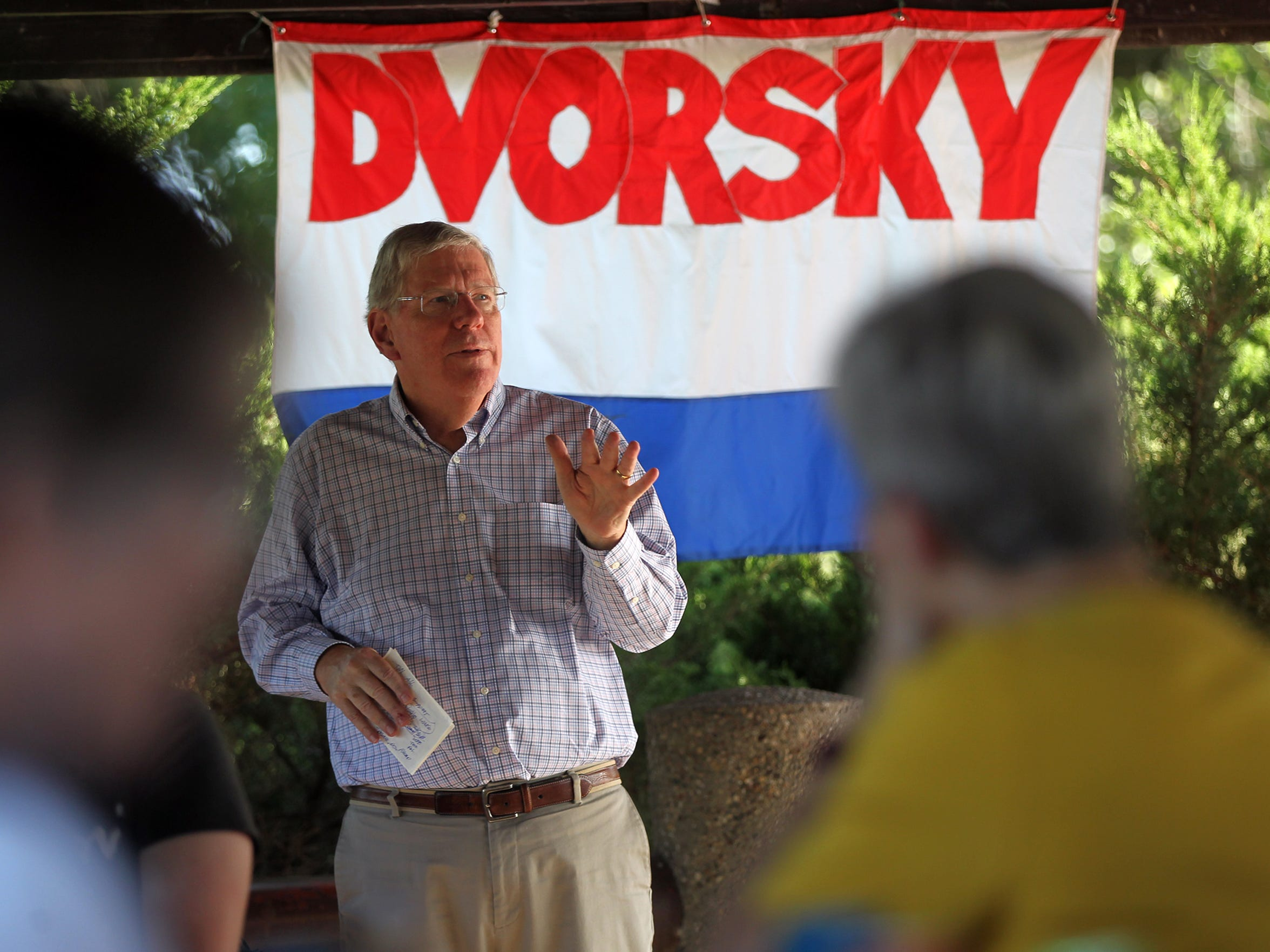 Sen. Bob Dvorsky (D-Coralville) thanks friends and