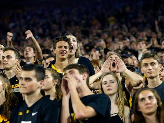 636418094062532196-170923-19-Iowa-vs-Penn-State-football-ds.jpg