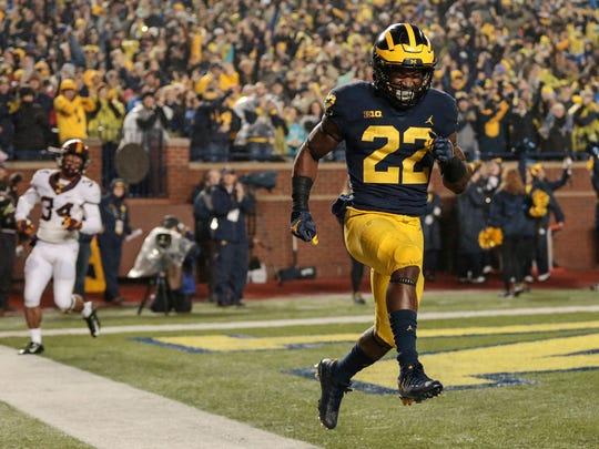 Michigan running back Karan Higdon (22) celebrates after scoring a touchdown during the first half against Minnesota at the Michigan Stadium in Ann Arbor, Saturday, November 4, 2017.