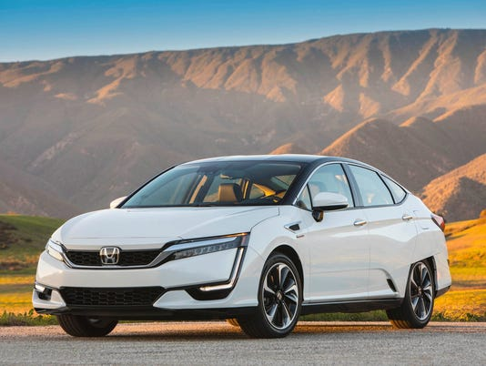 636476324771230954-IMG-2017-Honda-Clarity-0-1-.JPG