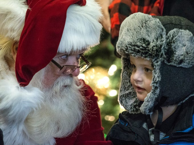 take a peek into the indianapolis zoo at christmas