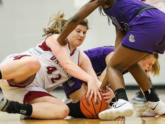 636507807644883723-0105-hs-girls-bball-Brownsburg-at-Danville-JRW03.JPG