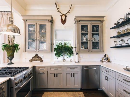 433 E. Zaragossa, the kitchen is fir for a chef.