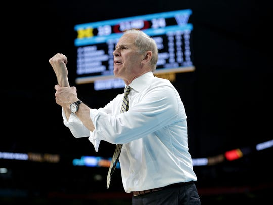 John Beilein instructs his team during the national championship game vs. Villanova.